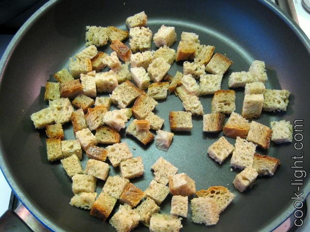 """для гренок - хлеб порезать кубиками и """"обжарить"""" на чистой, сухой сковородке"""