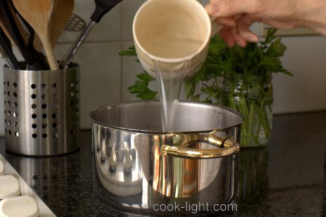 залить двумя чашками кипятка
