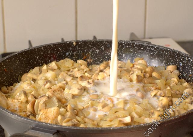 добавить стакан молока, довести до кипения и потушить еще пару минут