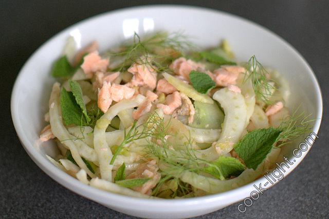 Салат из фенхеля и лосося