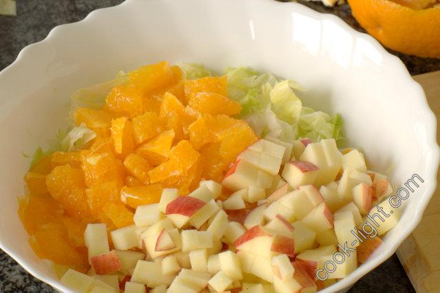 яблоки почистить и порезать кубиками