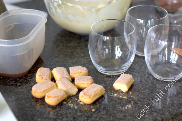 из оставшегося крема и печенья можно сделать титрамису в бокалах