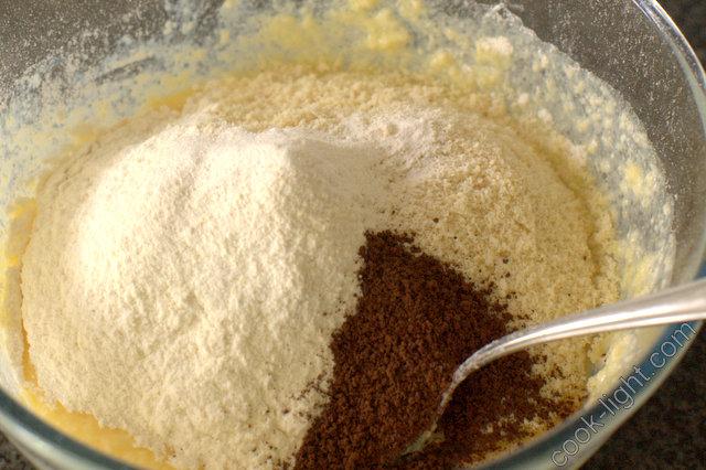 добавить сухие ингредиенты