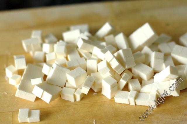 Фету порезать кубиками